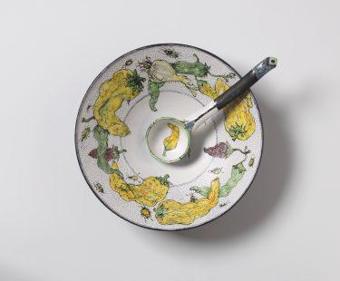 """Sonngard Marcks, Deckeldose """"Paprika"""", 2008, Fayence, H. 49 cm Foto: Die Neue Sammlung - The Design Museum (A. Laurenzo)"""
