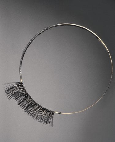 Tone Vigeland. Necklace (steel, gold), 1981. Photo: Hans-Jørgen Abel
