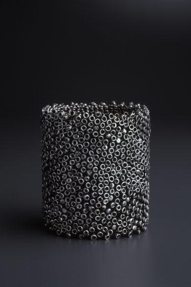 Tone Vigeland. Armschmuck (Silber), 1985. Foto: Guri Dahl