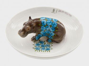 Hella Jongerius, Schale mit Nilpferd, 2004. Hersteller: Nymphenburger Porzellanmanufaktur