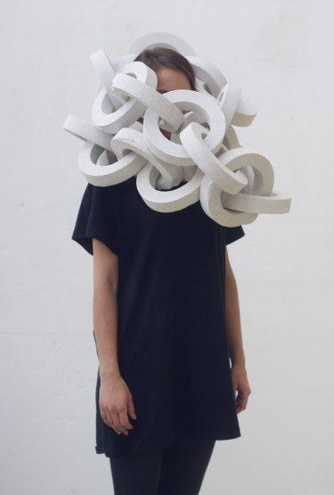 "Barbora Jamrichová. Objet ""Ego Update"" (Schaumstoff, Acryl), 2015. Foto: Archiv des Ateliers"