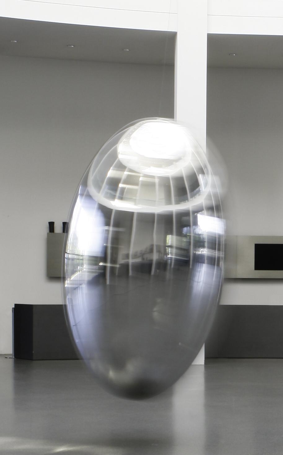 Ingo Maurer, Pendulum, 2019, Die Neue Sammlung – The Design Museum,  Pinakothek der Moderne. Foto: Patrizia Hamm